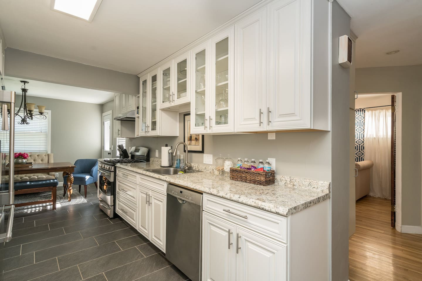 Beautiful, Newly Renovated, Eat-in Kitchen