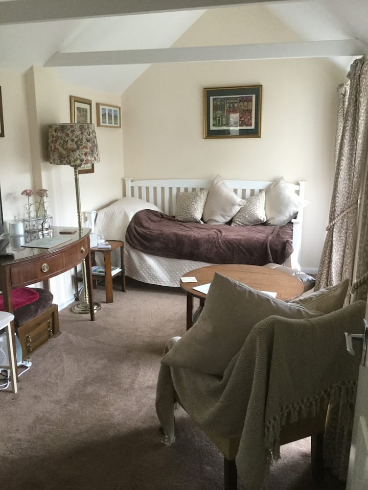 Single room in Sidmouth with en suite shower room