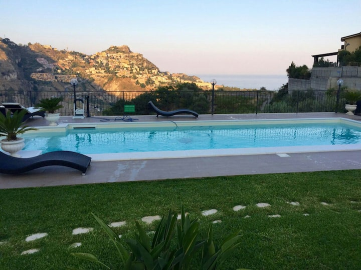 Panoramic villa in Taormina country