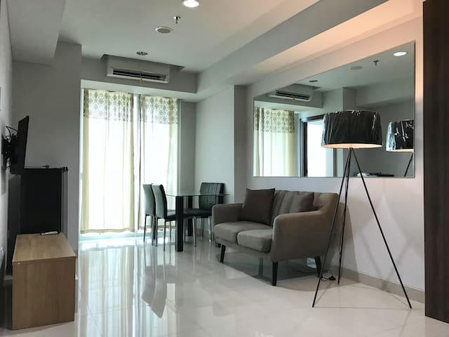 Modern 2 BR Apartment - Newly Furnished