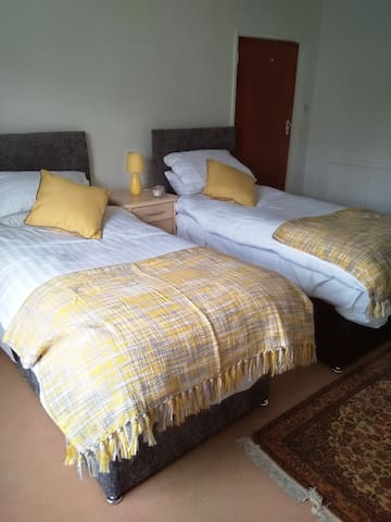 1 Single/Twin room in private home Southampton