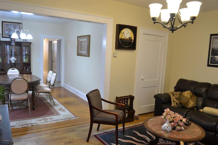 Clean and spacious three bathrooms apartment