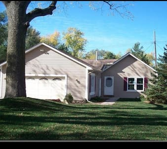 Cozy 3 bedroom, 1 bath house - Highland Charter Township - Haus