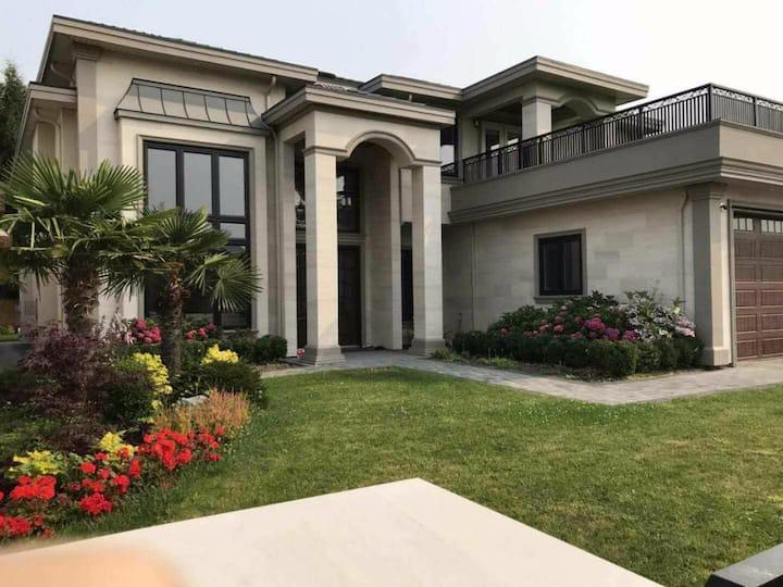 温哥华豪华别墅主人房,独享45平大空间可住4个成人、中文房东