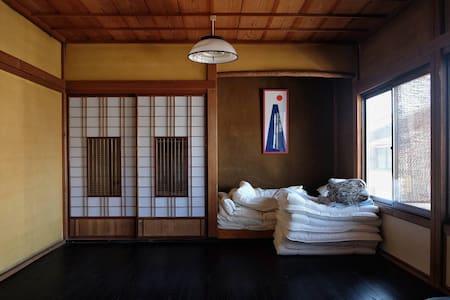 Traditional Japanese room 4 people - Takayama-shi - B&B/民宿/ペンション