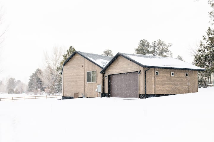 Cabin on the Green in gated community and Great view of Bison Ridge Golf Course