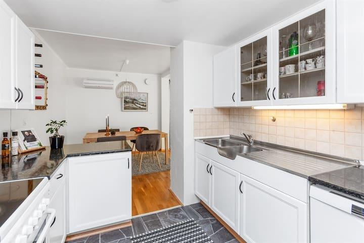 Kjøkken med spisestue / Kitchen with diningroom