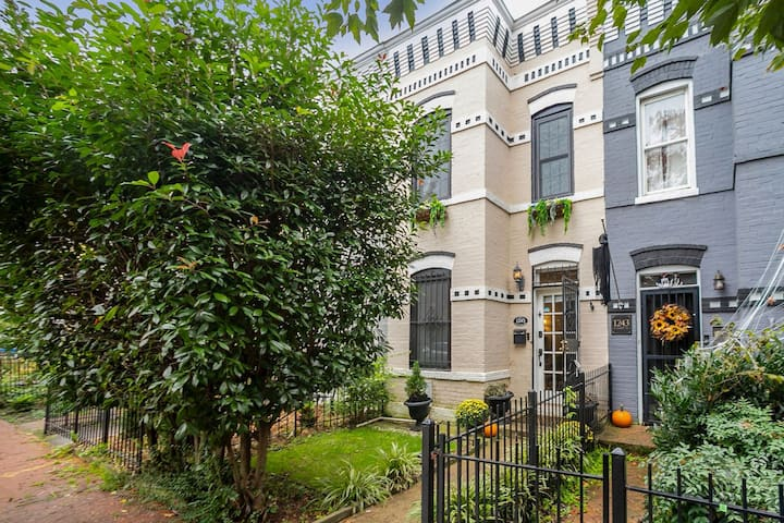 Capitol Hill Townhouse near Marine Barracks