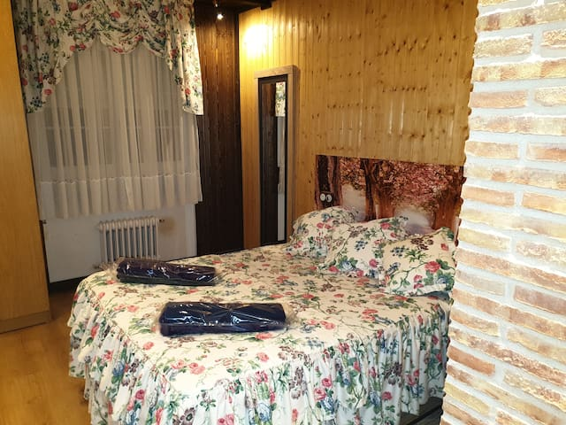 Dormitorio , cama de 190 x 135