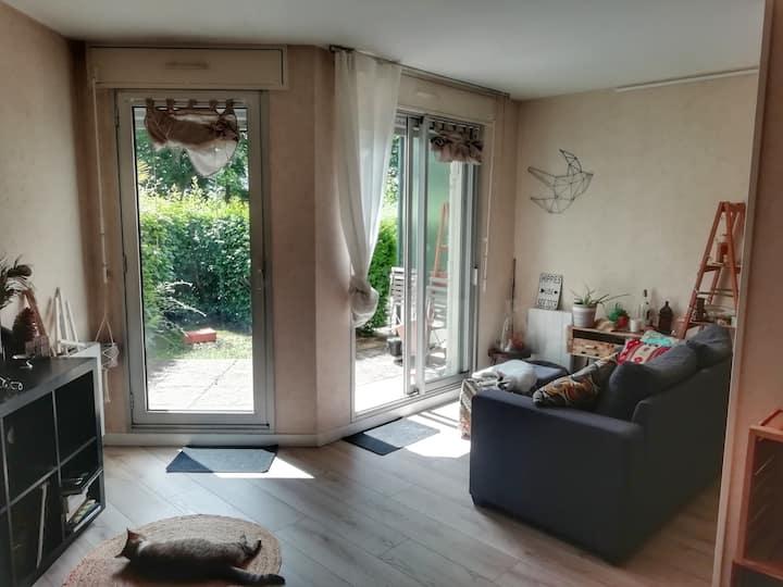 Studio terrasse privée - proche Erdre et Beaujoire