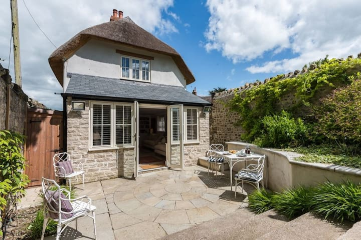 Church Cottage Sleeps 4  in the heart of typically rolling Dorset countryside