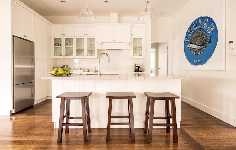 Elegant Beachside Cottage - Bellerive - Huis