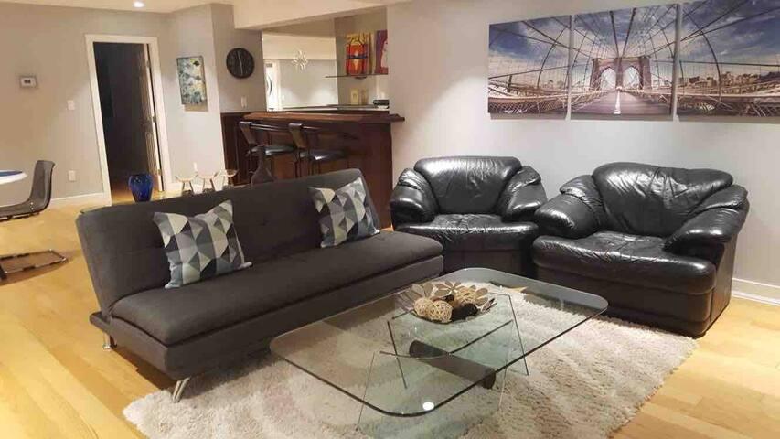 Clean & Spacious Private Basement Suite +900 Sq Ft