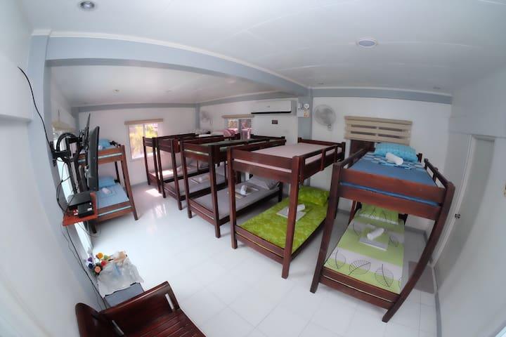 L & M Hearthstones Lodge - Dormitory