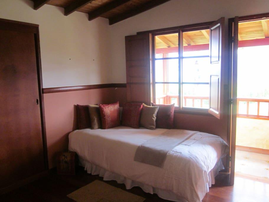 habitación numero 1 con  balcón en el segundo piso