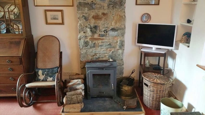 Cosy rooms in old Devon cottage.