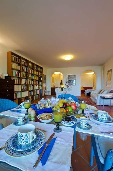 libreria e colazione