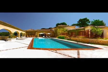 Villa d'exception et de bien-être - Mondragon - Vila