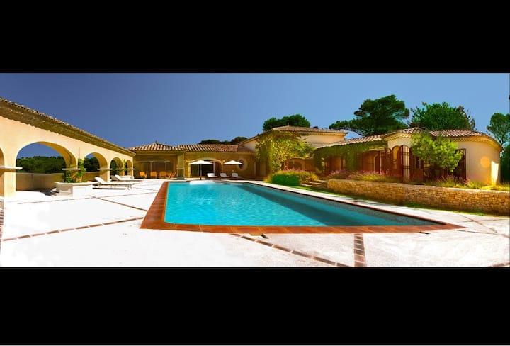 Outstanding Villa of bien-être