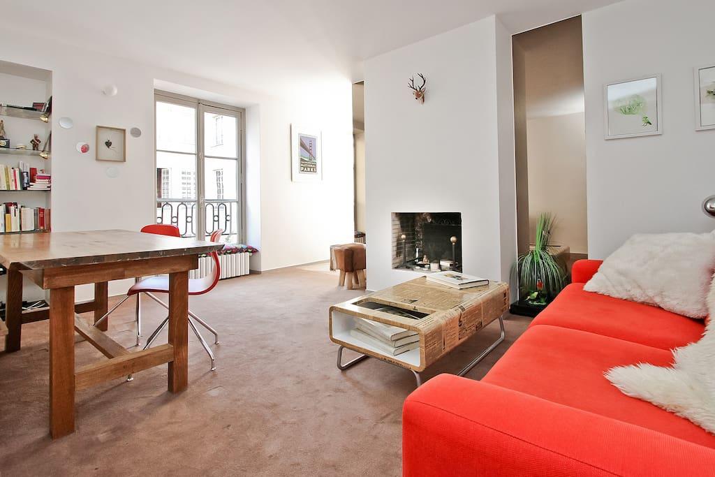 Sunny & quiet living room