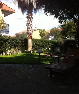 Villa with double garden - Torvaianica - Villa