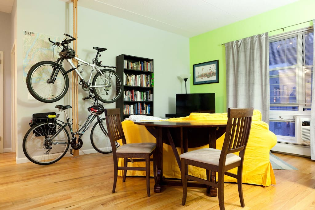 The living room is huge, sunlit and bright, is conveniently divided into a TV area / computer area / dining area / bike space. There's even plenty of room left for 2 people to comfortably practice yoga!