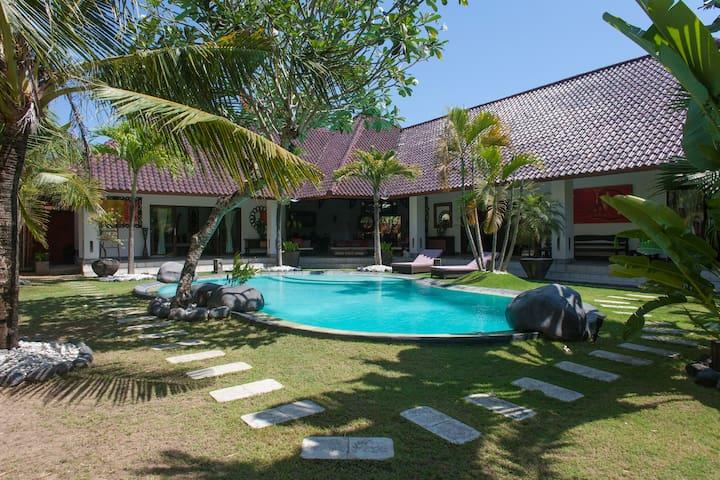 beautiful villa 3 rooms in umalas - North Kuta - Villa