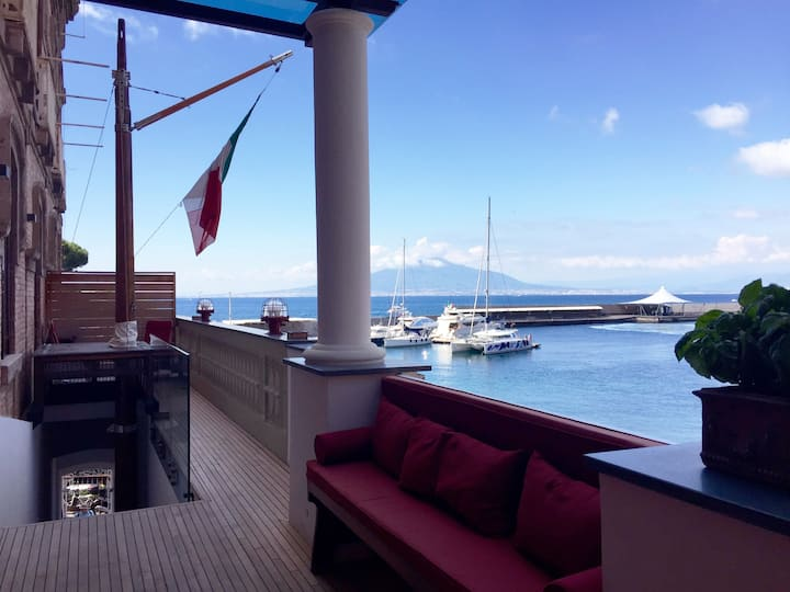 Yacht Club Capo Cervo Suites Sorrento Feluca
