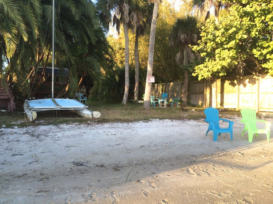 Great private beach for lounging, picnicking, and spotting sea life and shore birds. Hobie Cat no longer there.