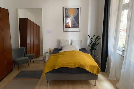 Spacious & cozy Altbauwohnung Stuttgart-West