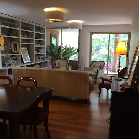 Spacious and beautifully presented apartment. - Cammeray - Apartamento