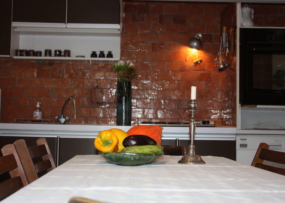 Maison de famille en provence houses for rent in saint cyr sur mer provence alpes c te d 39 azur for Cuisine grande famille limoges