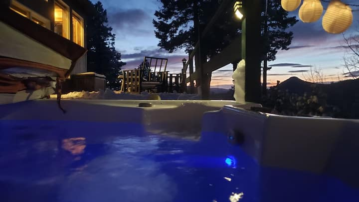 Hot tub, mtn views, massage chair, steam shower