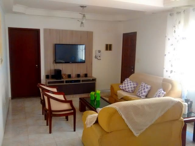 HOUSE LOCATED 5 MIN FROM THE STADIU - São Paulo - House