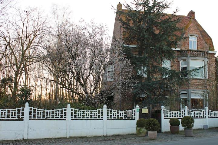 Vist Bruges and stay at the country - Jabbeke - Pousada