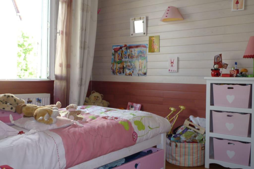 Chambre pour un enfant. LIT 90 cm