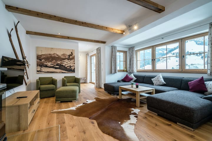 Luxurious lodge with private wellness, in a sunny location in Hochkönig