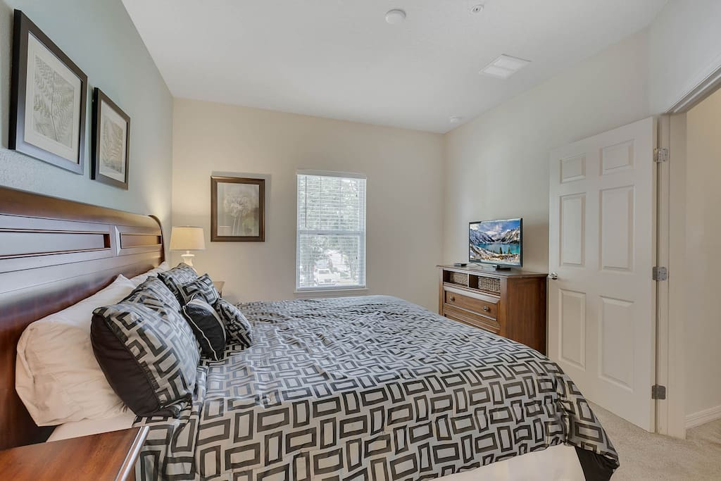 Bedroom 1: Upper Level Master Suite