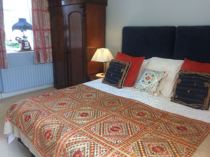 Twin Bedroom in heart of Ennis