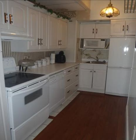 The Garden Suite (Suite 102) - Brockville - Apartment
