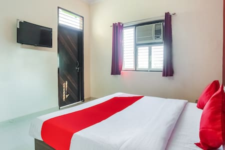 OYO 1 BR Quality Stay At Sohna Road