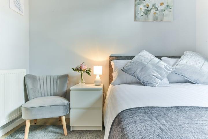 Royal Living Properties - 3 Bedroom Bungalow