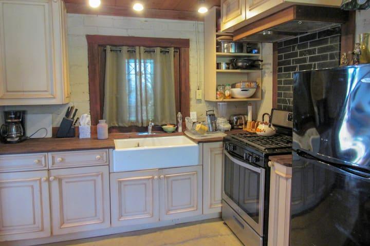Full studio kitchen