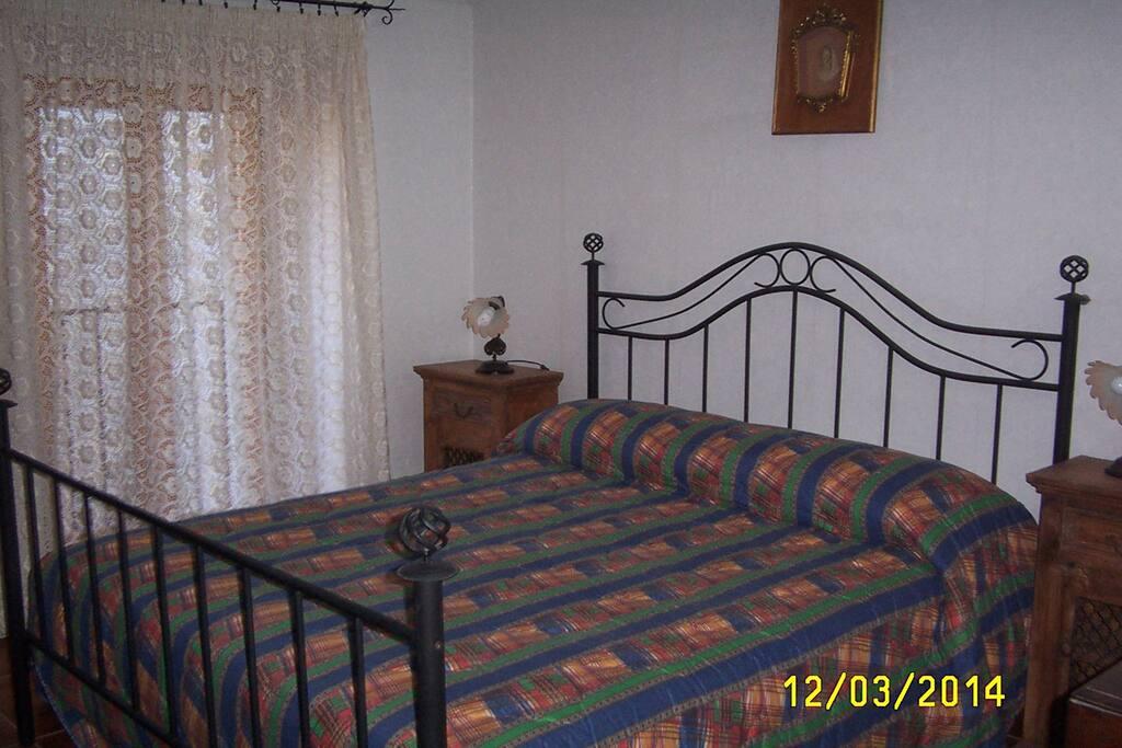 La prima camera da letto.