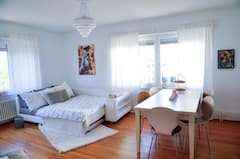 Big+Bedroom+with+Paintings