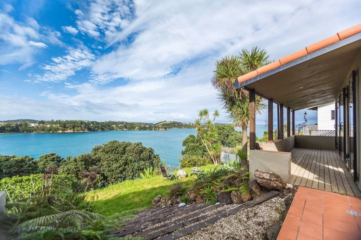 Expansive Two Bedroom House - Auckland - House
