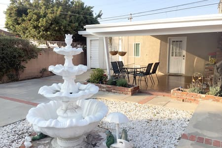 """Cabin-Style """"Back"""" Guest House w/ Private Patio"""