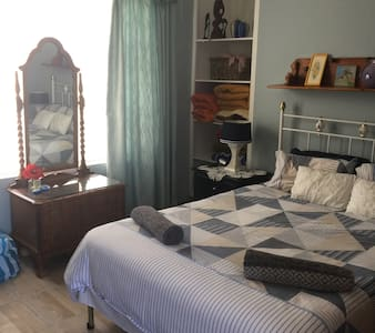 Accommodation in Struis Bay, room 2