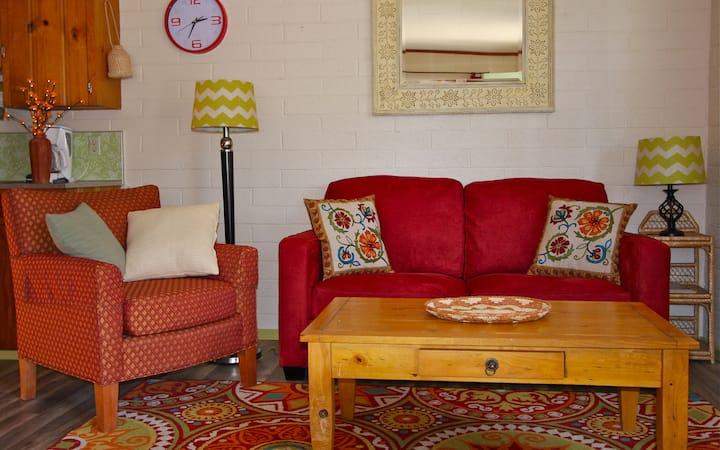 Colorful & Comfortable 1BD Suite M