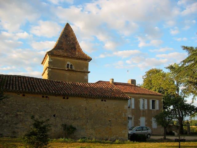 Maison de Maître en Gascogne Chambre Mansardée - Lagardère - Huis